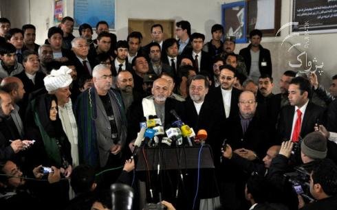 New president Ashraf Ghani and his large team, in April 2014. Photo c/o Pajhwok Afghan News.